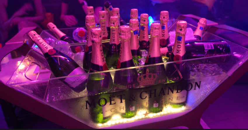 Yahoo Guy Sent Waiter With a Bottle of Moet to go get Number From a Girl and This Happened… (Photos)