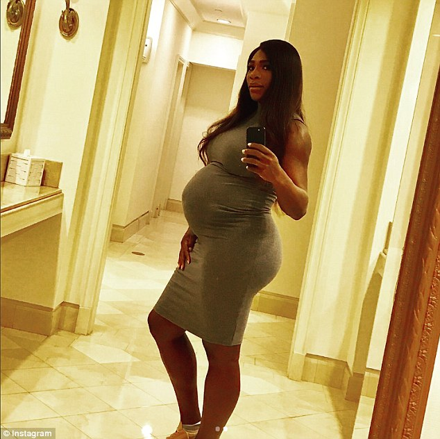 Pregnant Serena Williams Shows Off Her Growing Baby Bump (Photo)