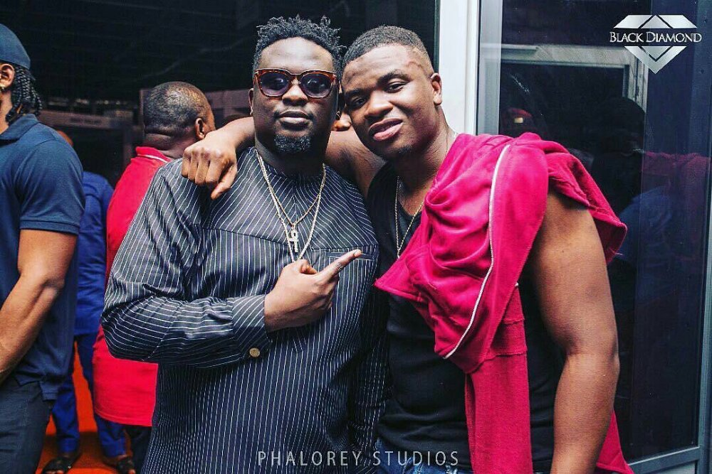 Rapper Michael Dapaah Aka Big Shaq Spotted With Wande Coal As He Is Set To Perform In Nigeria