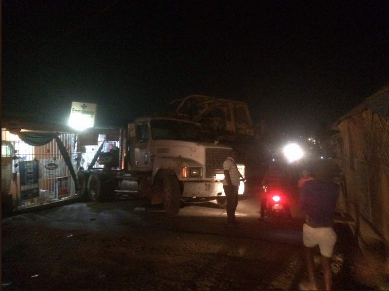 Trailer Rams Into A Woman's Shop In Ibadan After Failing Brake (Photo)