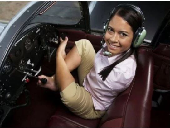 Woman With No Arms Who Flies Aeroplane With Her Legs (Photos)