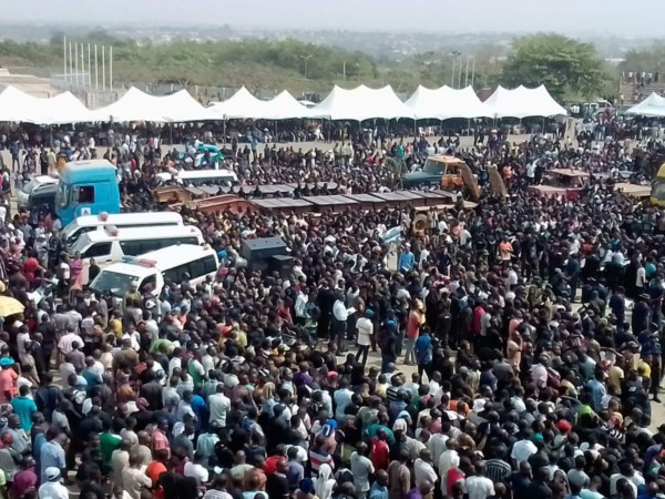 Photos: Massive Crowd Gather to Bury Over 70 People Killed by Fulani Herdsmen in Benue State