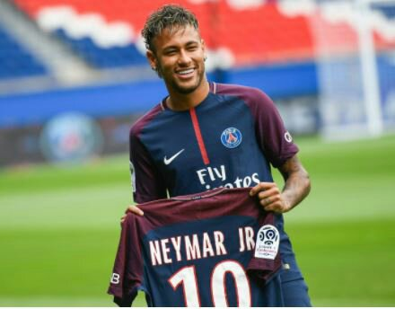 Manchester United to Make Record-breaking Move for Neymar
