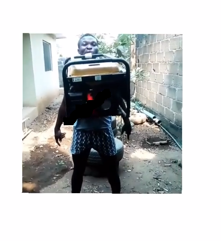 Shock As Nigerian Man Carries Big Generator With His Teeth (photos)