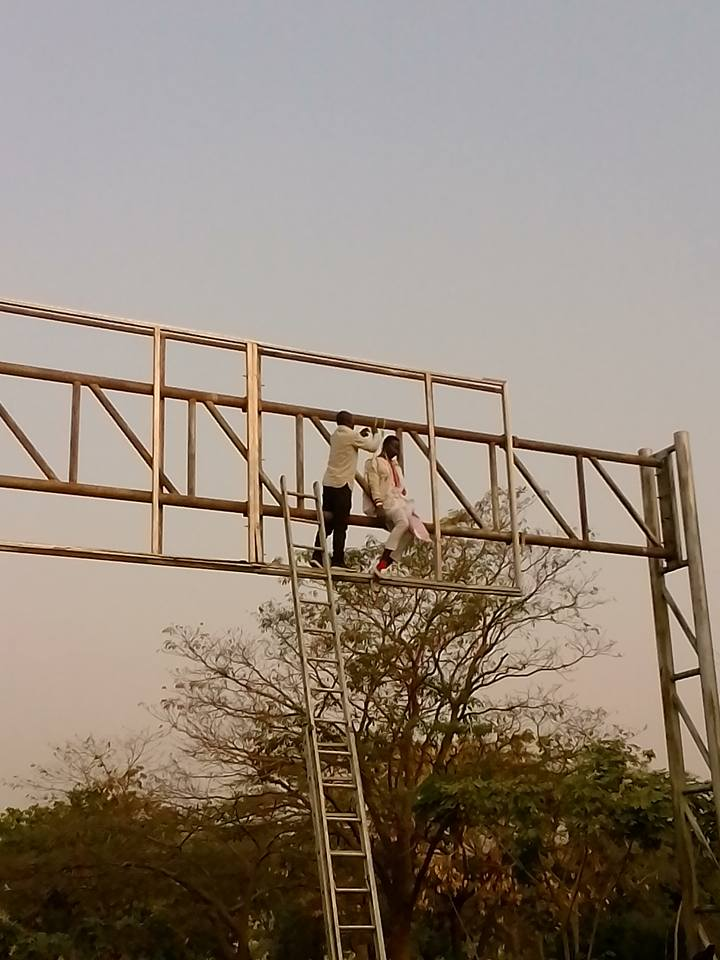 Man Tries To Hang Himself Publicly In Abuja In Support Of Presidential Aspirant (Photos)