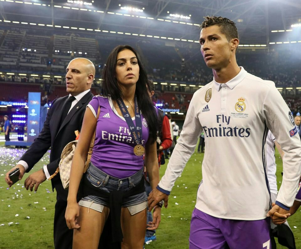 Cristiano Ronaldo's Girlfriend Demonstrates The True Reality Of Motherhood In Two Photos