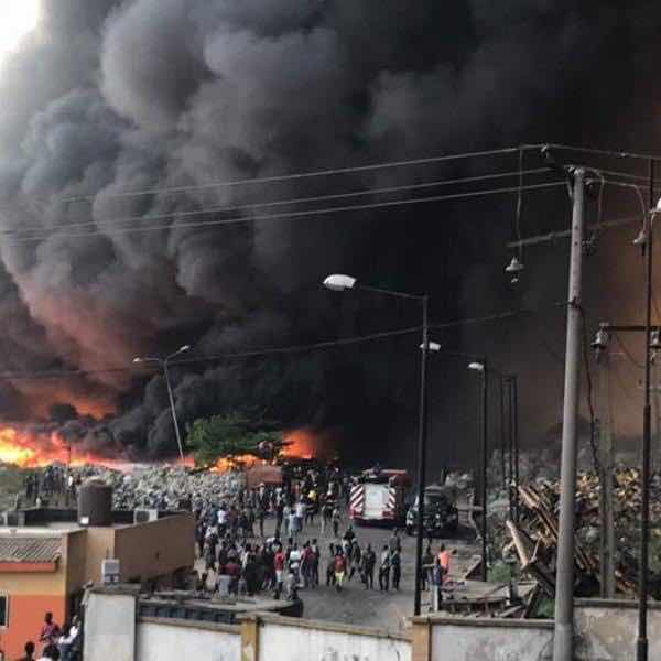 10 Cars, 4 Trucks, Goods Worth Millons Destroyed As Fire Breaks Out In Lagos (photos)
