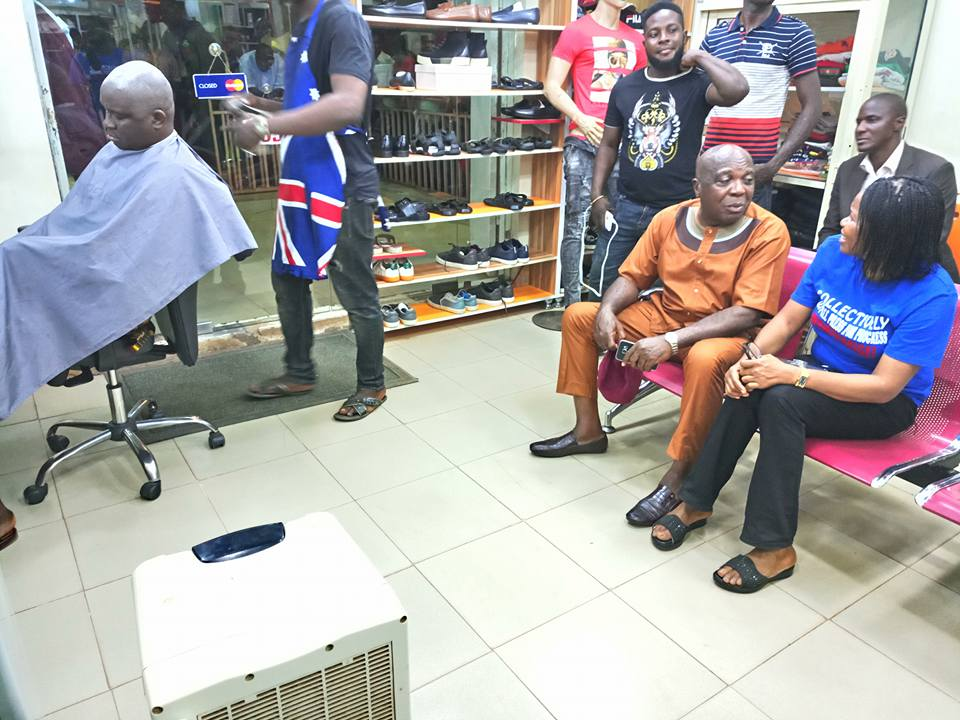 Governor Fayose Spotted Having His Haircut In A Salon In Ekiti State (Photos)