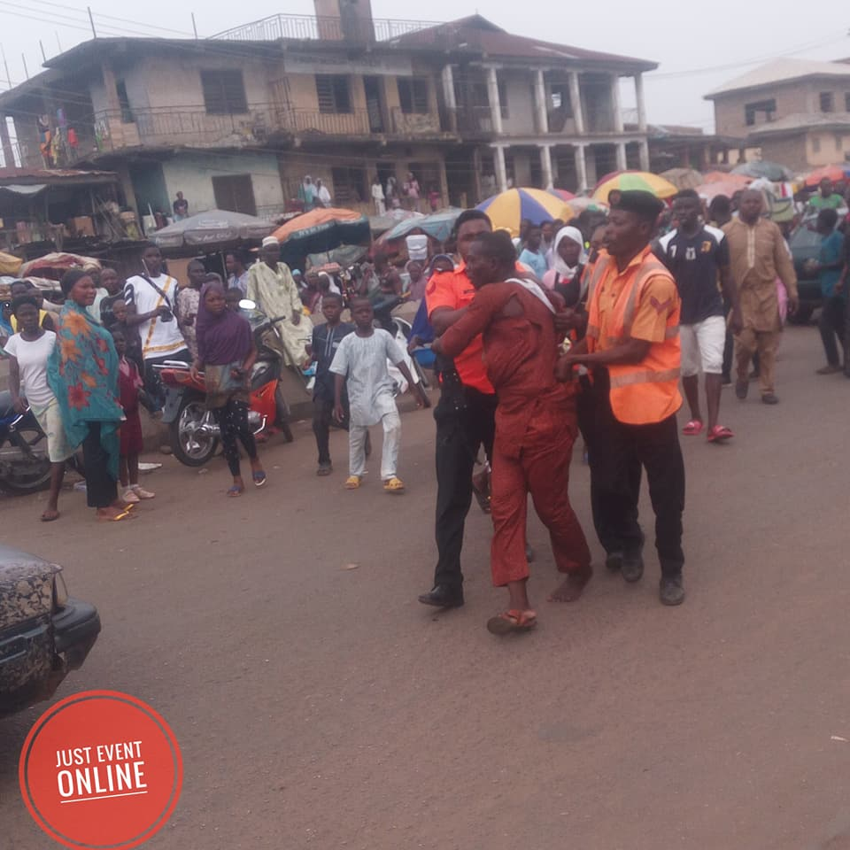 Traffic Warder Clashes With Soldier In Kwara, Colleagues Join In The Fight (Photos)