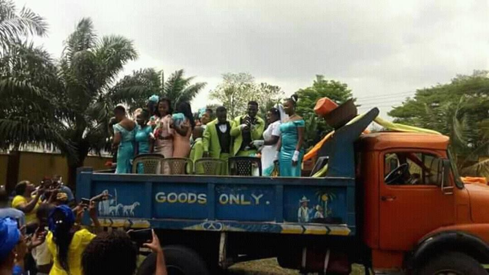 Couple Reportedly Use Tipper For Their Wedding Ceremony In Abia State (Photo)