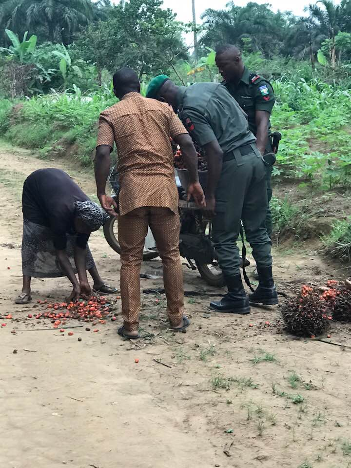 See What Happened When Police Officers Met A Stranded Woman In Abia State (Photos)