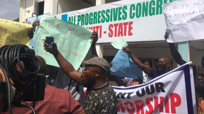 Chaos as Police Seals Off APC Headquarters In Ekiti