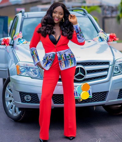 How Instagram made me a billionaire – Relationship Blogger, Blessing Okoro buys Benz for 29th birthday
