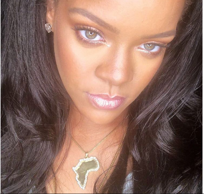 Viral Picture: Rihanna Reps Africa In The Best Way (Photo)