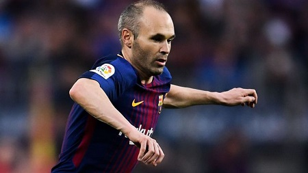 See The Unique Farewell Gift Andres Iniesta Got From Villarreal (Photo)