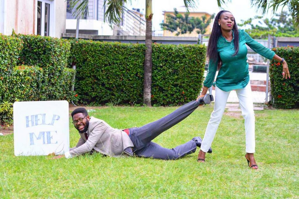 Woman Strangles Her Fiance's Neck, Drags Him In Their Pre-wedding Photos