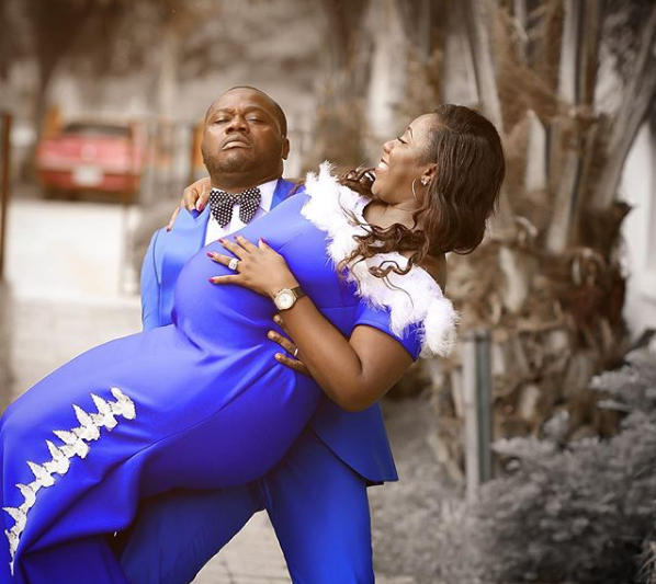 Man Struggles to Carry his Heavily Pregnant Wife in Stunning Maternity Photos