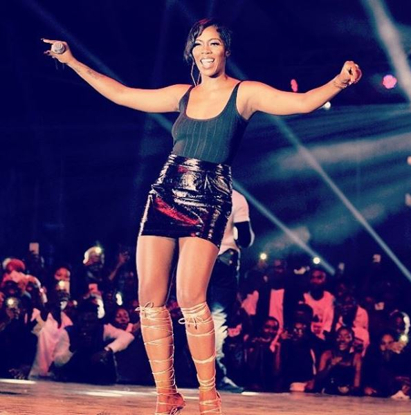 Fans React As Tiwa Savage Rocks Sleeveless Top During Stage Performance In Ghana (Photo)