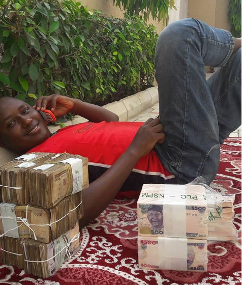 Nigerian Man Set To Spend Over 4million For The Weekend, Shows It Off (Photos)