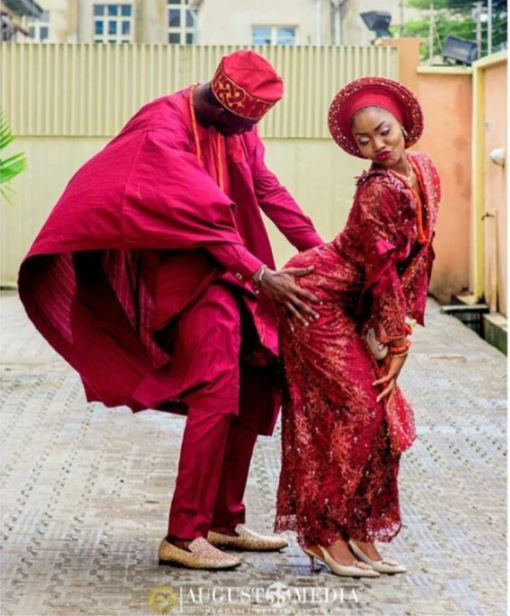 Check Out The Controversial Traditional Wedding Photo That Is Trending Online