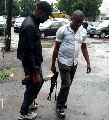 SARS Officials Carrying Guns Without Wearing Uniform or Means of Identification Spotted (Photos)