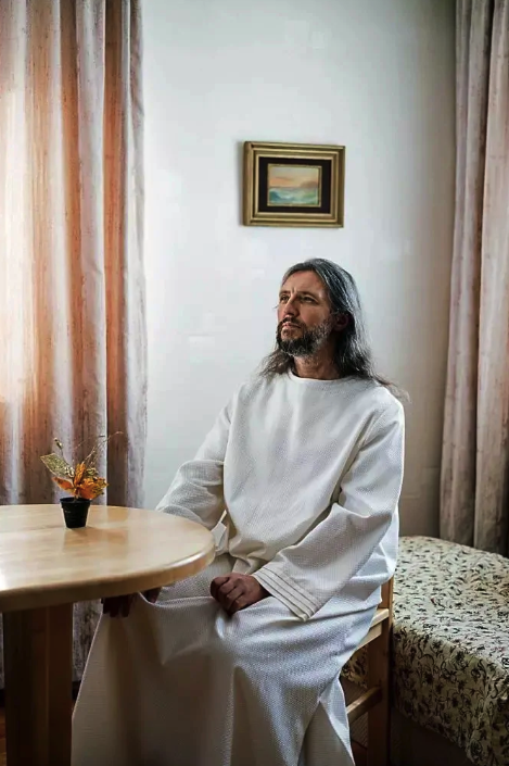 6 Famous Men Who Claimed They Were Jesus Christ (Photos)