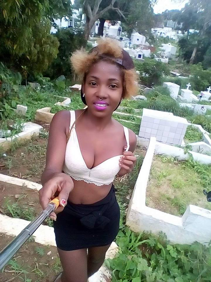 Viral Photo of a Slay Mama Taking Sexy Selfie at The Graveyard aka Cemetery (See)
