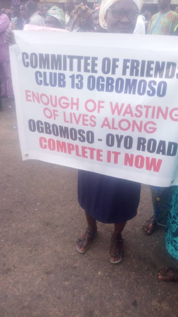 Residents Protest Oyo/Ogbomosho Bad Road (Photos, Video)