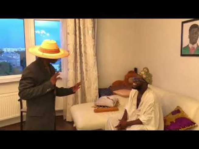 Comedy Video: Crazeclown x Ade – Ade tries Magic On His Dad Makes His 1000 Dollar Disappear
