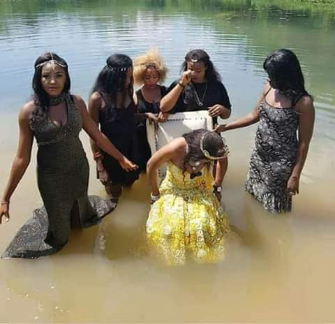 Slay Queen & Her Friends Hold Bridal Shower Inside Enugu River (Photos)