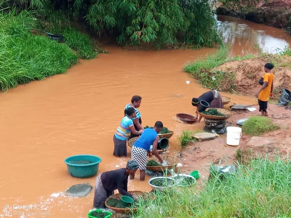 Man Shocked After Seeing Market Women Doing This In A Stream In Awka (Photo)