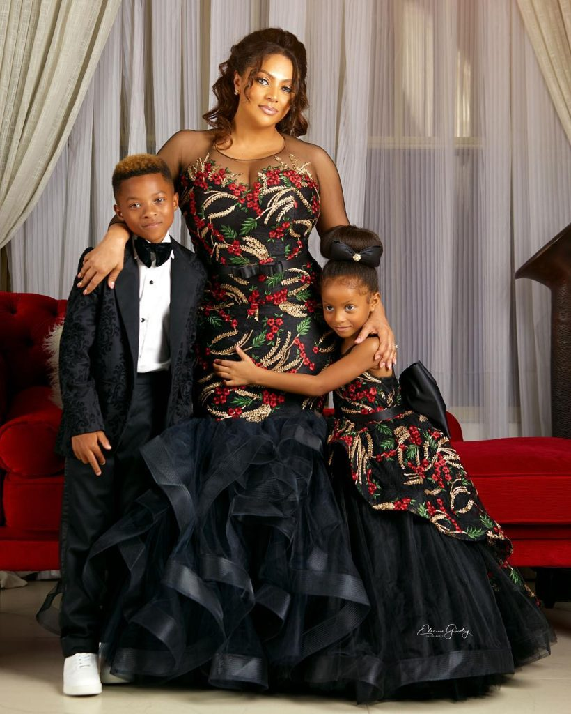 Lola Omotayo-Okoye poses with Kids Cameron & Aliona in Picture Perfect Family Portraits