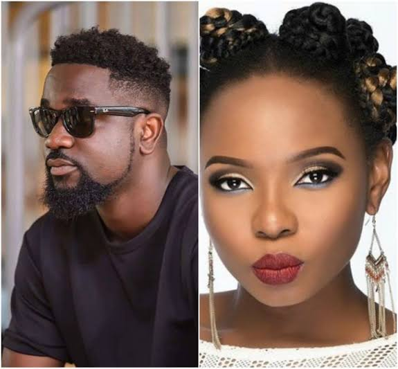 """""""I'm sorry about the past"""" – Sarkodie Begs Yemi Alade To Follow Him On Social Media"""