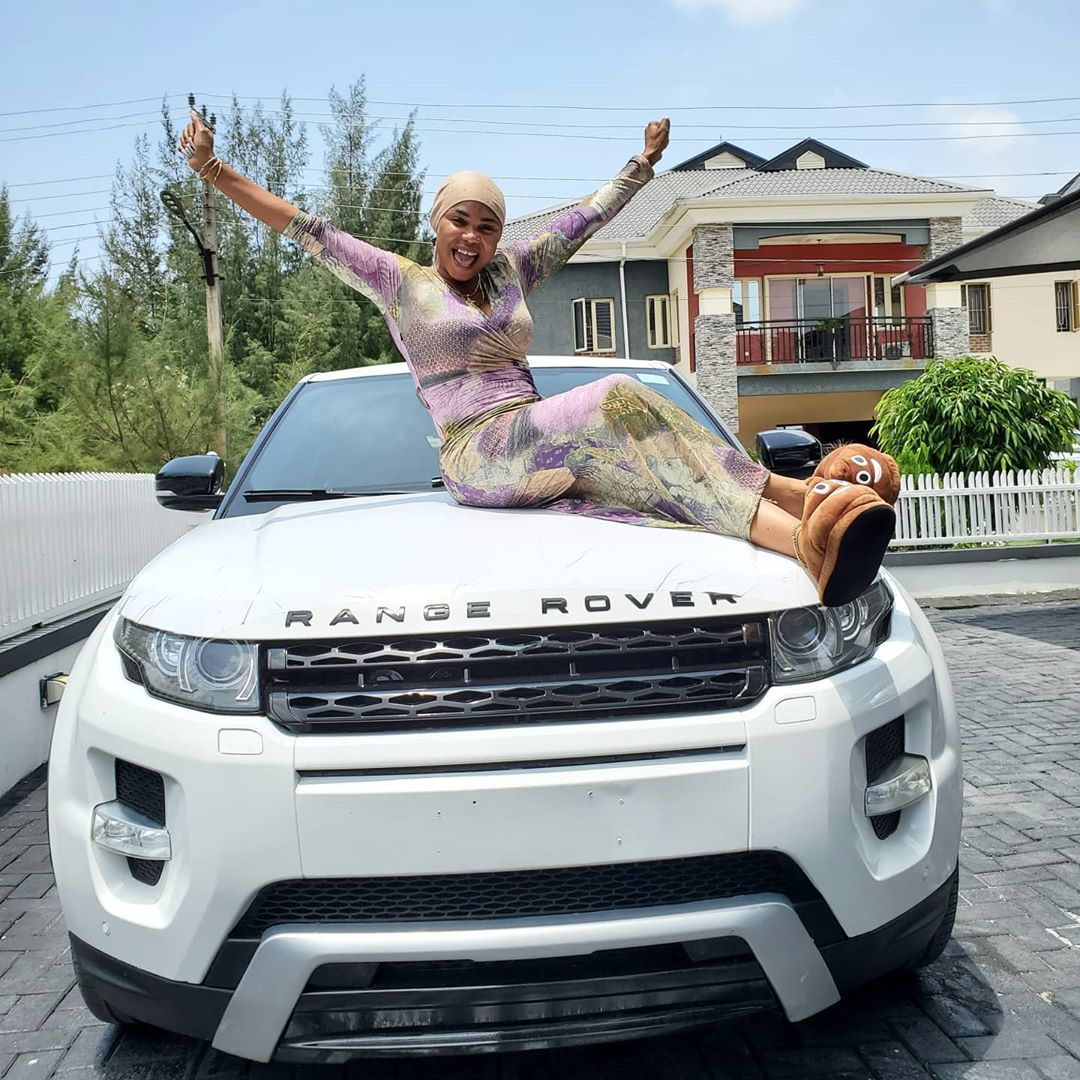 Nollywood actress gives Iyabo Ojo with Brand New Range Rover SUV